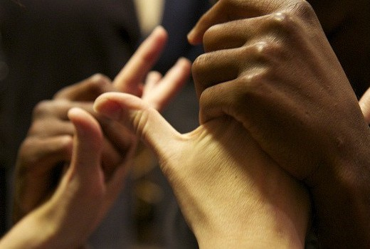 hands-deaf-blind-535x350-520x350